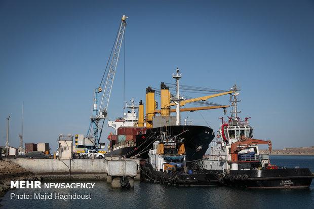 تخلیه کشتی برای نخستین بار با استفاده از انرژی برق در بندر چابهار