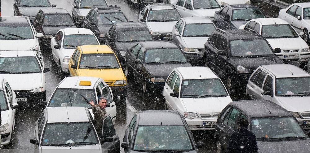 دولت سریعا مابهالتفاوت قیمت بنزین را به حساب مردم واریز کند
